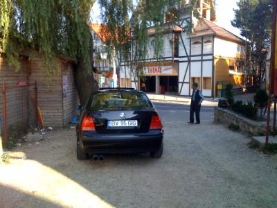 parcare in mijlocul drumului
